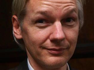"""""""A történelem győzni fog. Földünk jobb hellyé válik. Hogy túléljük-e? Ez már Önökön múlik"""" – mondta Assange a brit lapnak"""