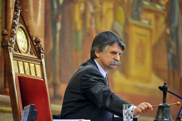 20101206parlament3