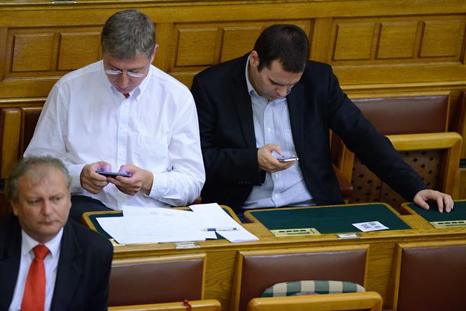 20130909-parlament-plenaris-gyurcsany-ferenc-molnar-csaba.jpg